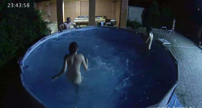Voyeur-house.tv- Lena and Peter skinny dipping while othes watch
