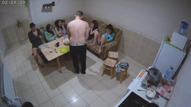 Voyeur-house.tv- Relaxing with guest girls june 17