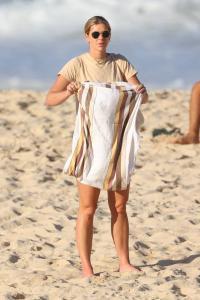 brittany-hockley-in-a-bikini-at-bondi-beach-in-sdyney-01.jpg