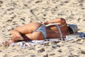 brittany-hockley-in-a-bikini-at-bondi-beach-in-sdyney-02.jpg
