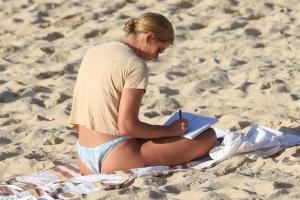 brittany-hockley-in-a-bikini-at-bondi-beach-in-sdyney-04.jpg