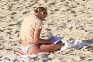 brittany-hockley-in-a-bikini-at-bondi-beach-in-sdyney-20.jpg
