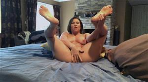 submissivex-20-05-29-ariel-x-shows-off-her-oiled-up-feet-and-pussy.jpg