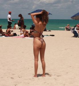 tao-wickrath-in-a-bikini-at-the-beach-in-miami-07.jpg