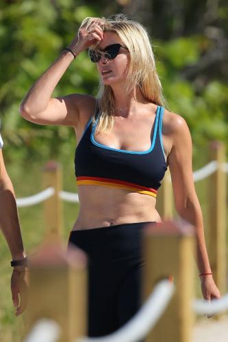 ivanka-trump-in-a-sports-bra-and-leggings-miami-05-08-2021-6.jpg
