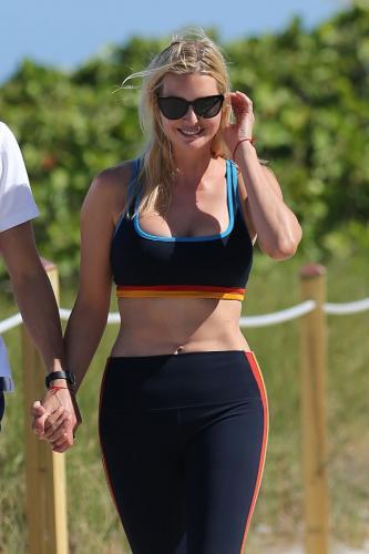 ivanka-trump-in-a-sports-bra-and-leggings-miami-05-08-2021-15.jpg