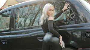 faketaxi-21-05-12-marilyn-sugar-girl-in-a-bag-left-on-backseat.jpg
