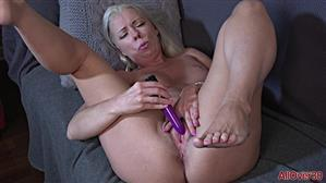 allover30-21-05-13-beth-ladies-with-toys.jpg