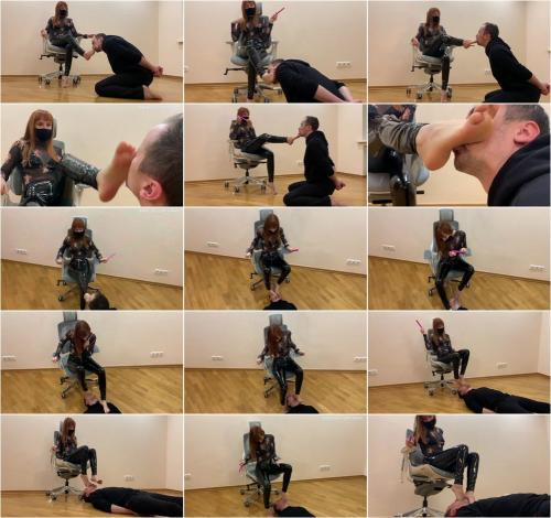 Petite Princess Femdom - The Submissive Guy Kneels In Front Of The Goddess Kira And Serves Here Foot - Sucks Toes And Licks Her Feet [FullHD 1080P]
